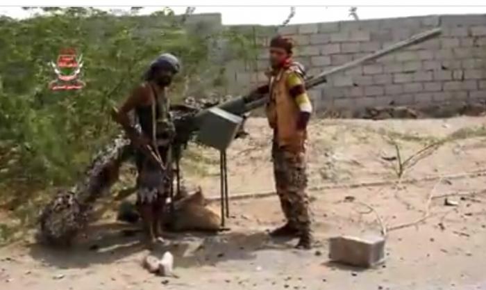 شاهد: ألوية العمالقة تكشف عن أسلحة تمويه تستخدمها مليشيات الحوثي في الحديدة..( فيديو )