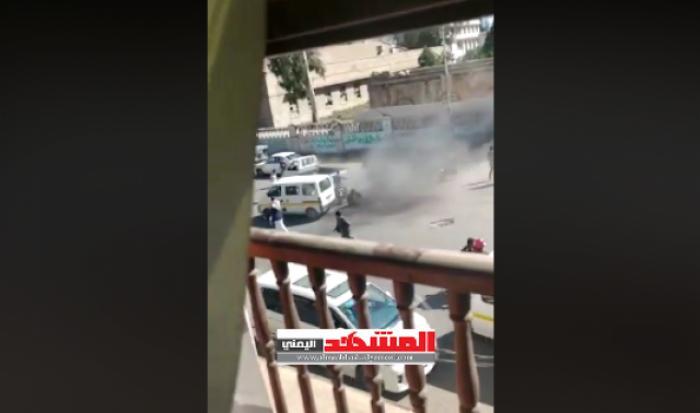 شاهد بالفيديو : مشرف حوثي بصنعاء يفجر قنبلة في طابور غاز منزلي وسقوط قتلى وجرحى