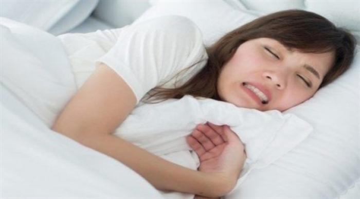 كيف توقف طحن الأسنان أثناء النوم؟