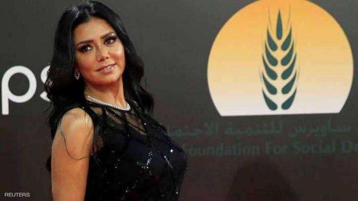 """فستان رانيا يوسف يقودها إلى """"المحاكمة"""""""