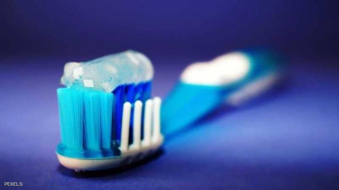 دراسة: علاقة وثيقة بين تنظيف الأسنان والعجز الجنسي